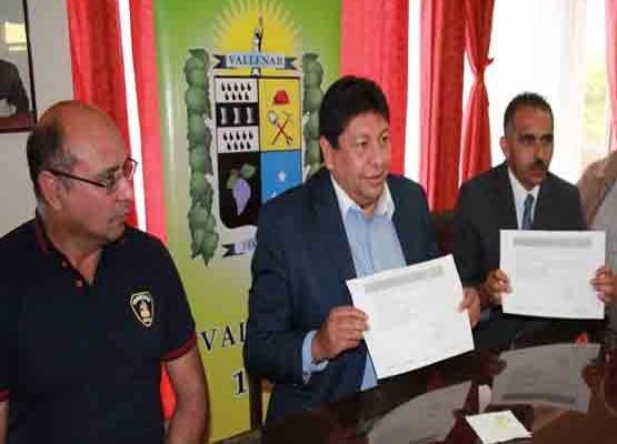 Municipalidad de Vallenar primera del norte en entregar Seguro de Vida a Bomberos