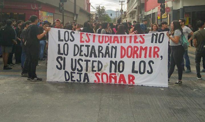 Demre confirma suspensión de la PSU en 64 locales afectados por protestas