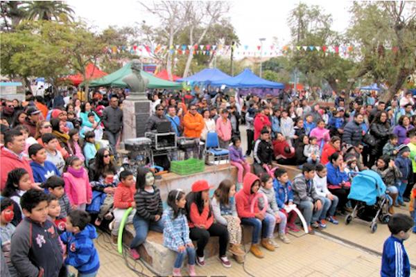 Con magia, baile y regalos celebraron su día las niñas y niños de Vallenar.